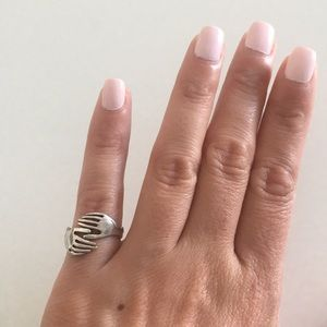 Jewelry - Silver holding hands ring